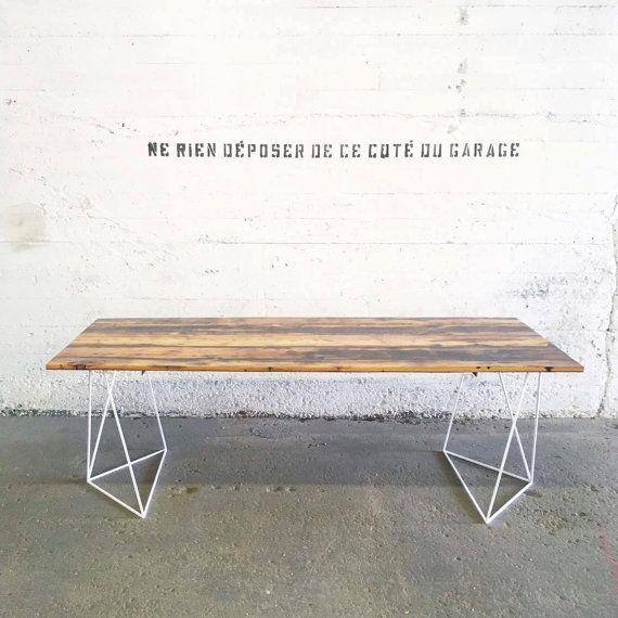 La solution pour se créer une table de salle à manger sur mesure ? acheter des pieds de table design et ajouter un plateau. Voici mes suggestions de pieds