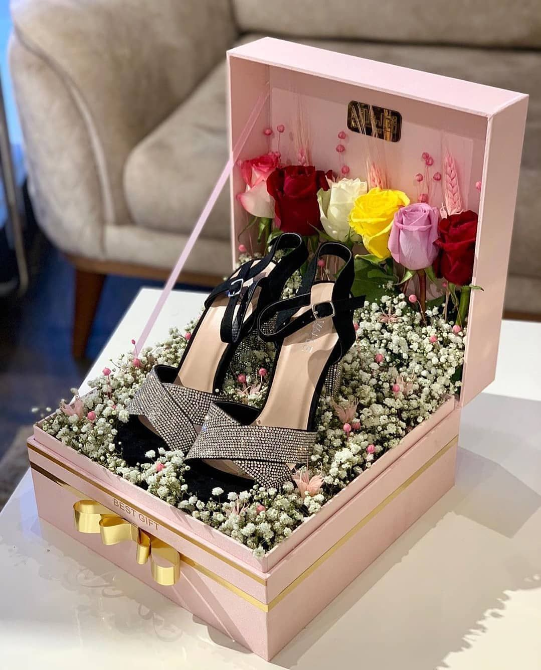 4 343 Mentions J Aime 45 Commentaires 𝕯𝖍𝖆𝖟 𝖒𝖆𝖗𝖔𝖈𝖆𝖎𝖓 Dhazmarocain Sur Insta Wedding Gifts Packaging Wedding Gift Pack Makeup Gifts Basket