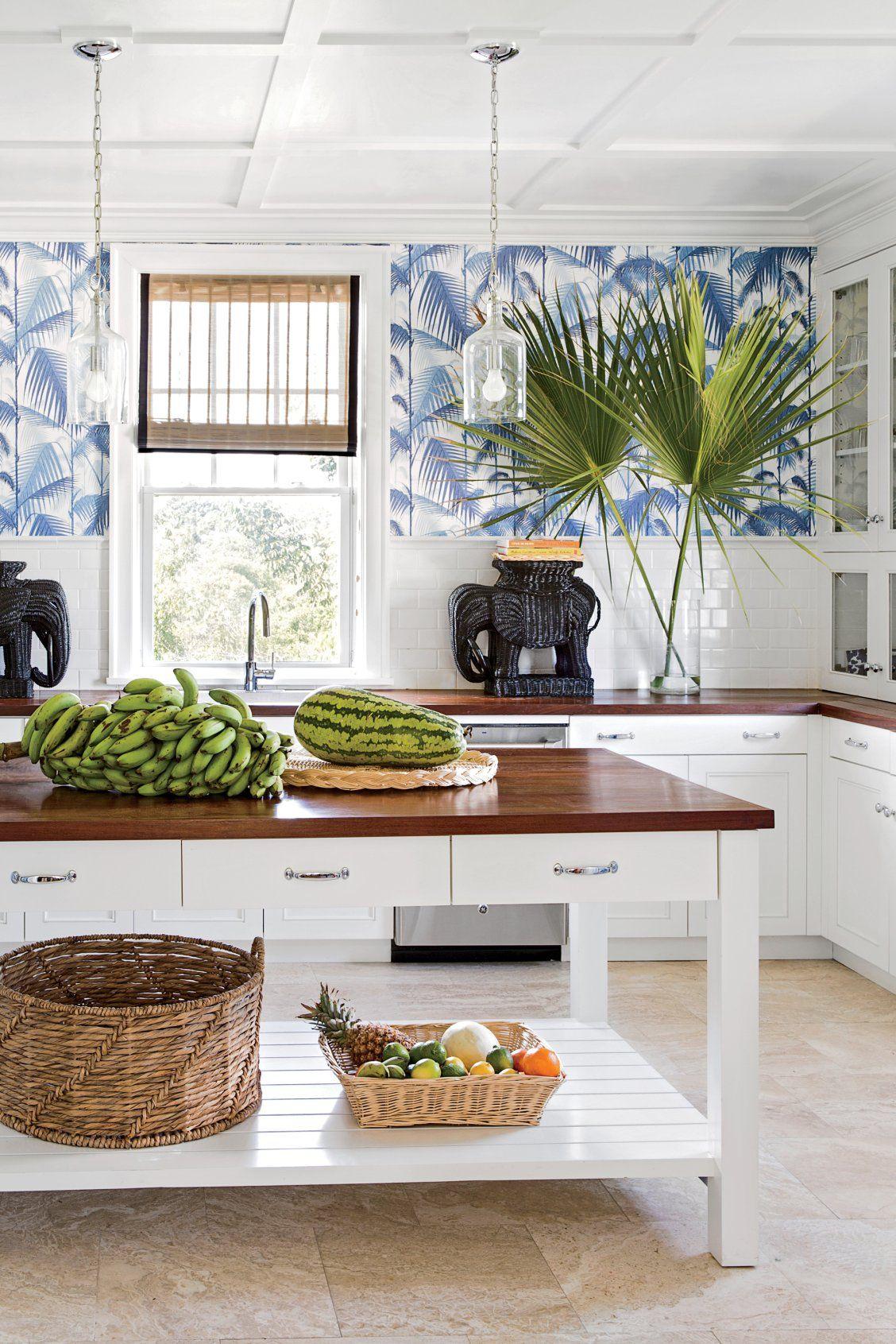 Tropical Kitchen Decor: 10 Beautiful White Beach House Kitchens
