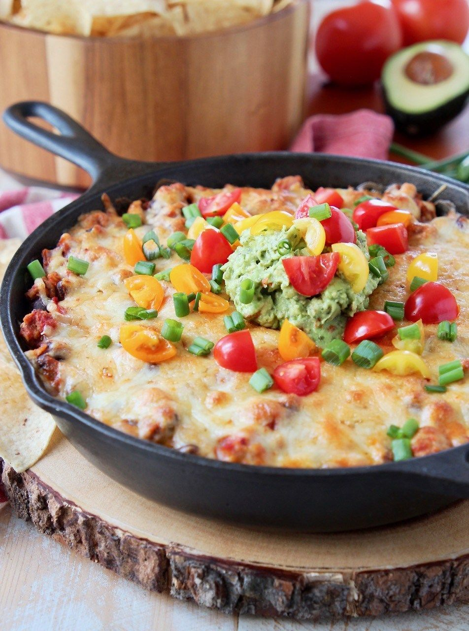 The Ultimate Cheesy Baked Taco Dip Is An Easy Appetizer Made With Layers Of Cream Cheese Taco Seasoned Ground Bee Taco Dip Recipe Taco Dip Layered Dip Recipes