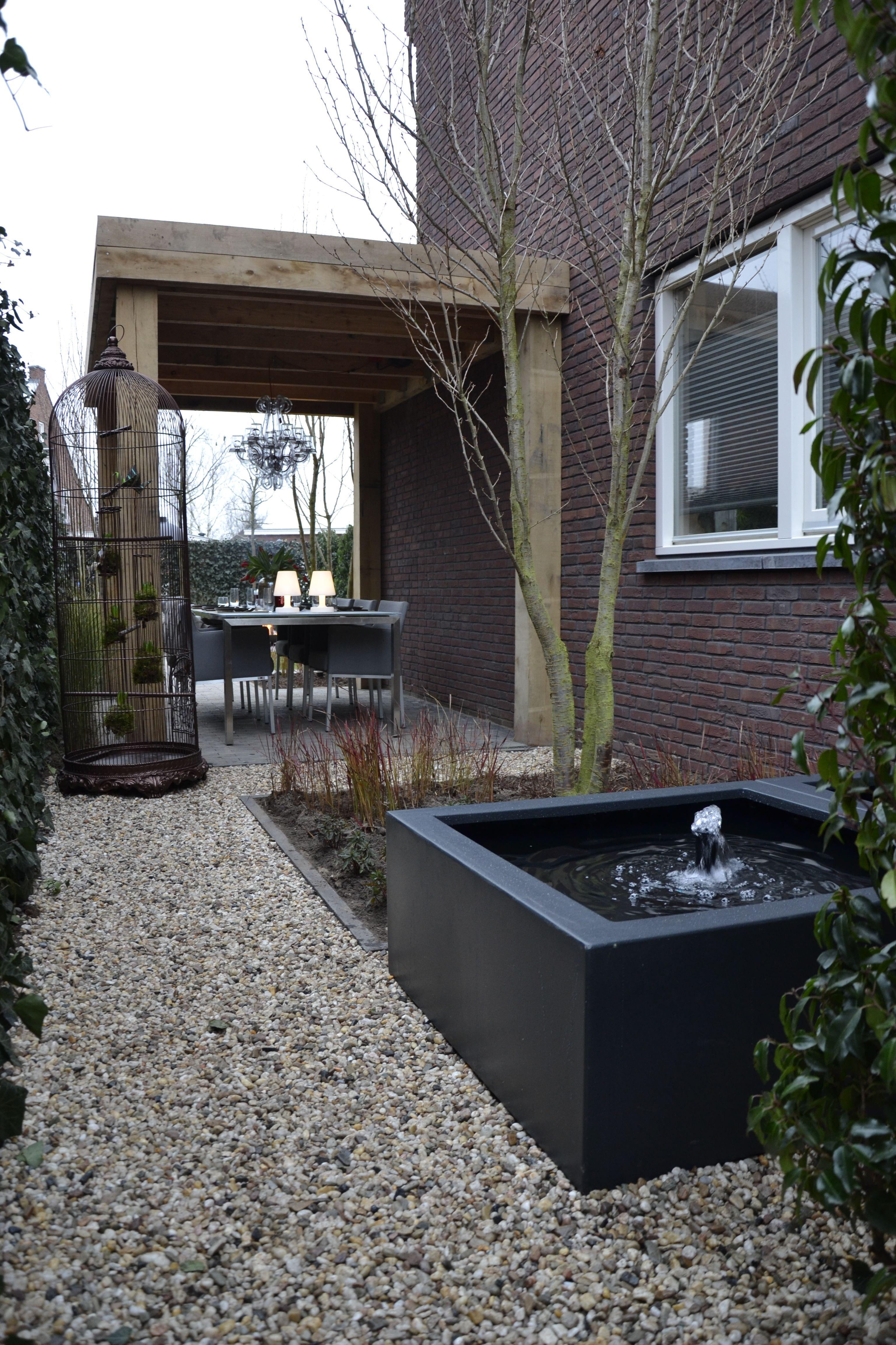 Eigen huis en tuin praxis een strakke look in de tuin tuin pinterest huis en tuin - Hedendaagse fontein ...