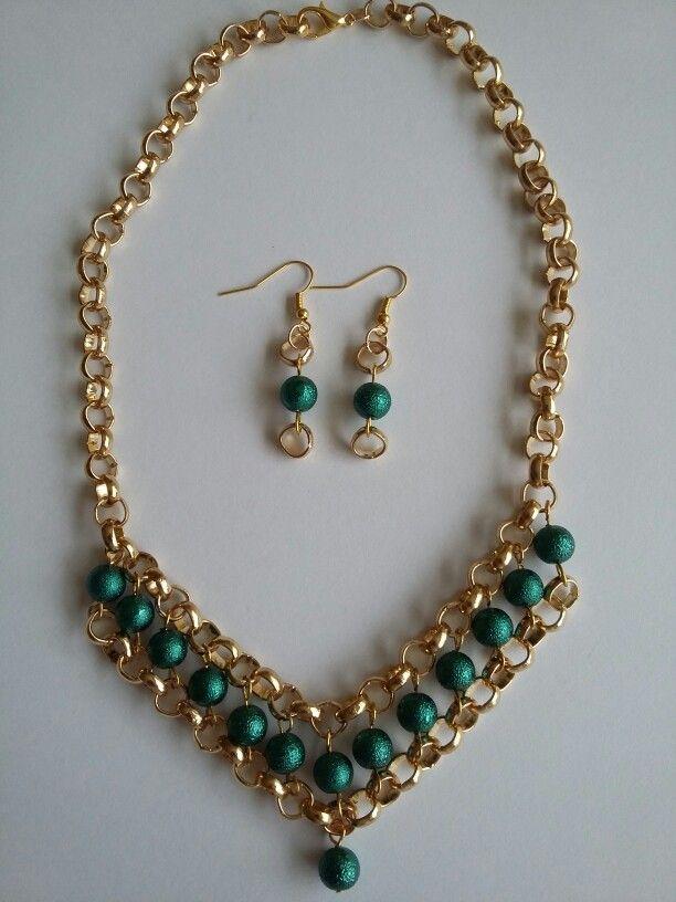 4197b52ac396 Collar dorado con perlas verdes