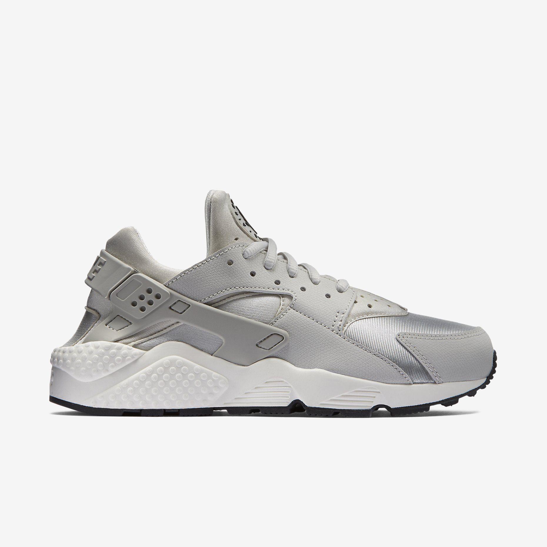 promo code 8d697 d66bb Nike Air Huarache Women s Shoe. Nike Store SE. Nike Air Huarache Women s  Shoe. Nike Store SE Pompe, Chaussures Femme ...