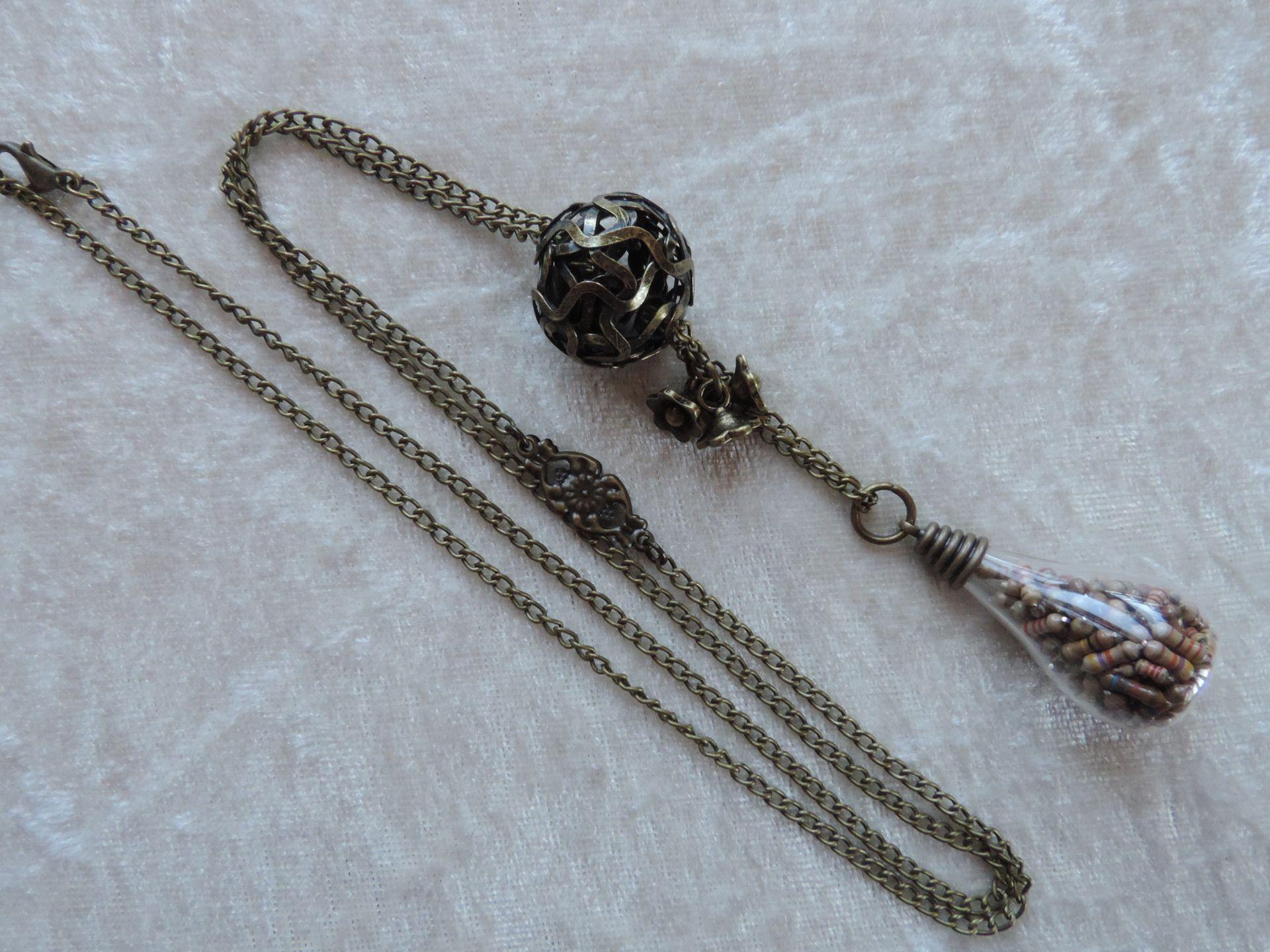 Collier sautoir fiole, collier sautoir bronze : Collier par made-in-maud