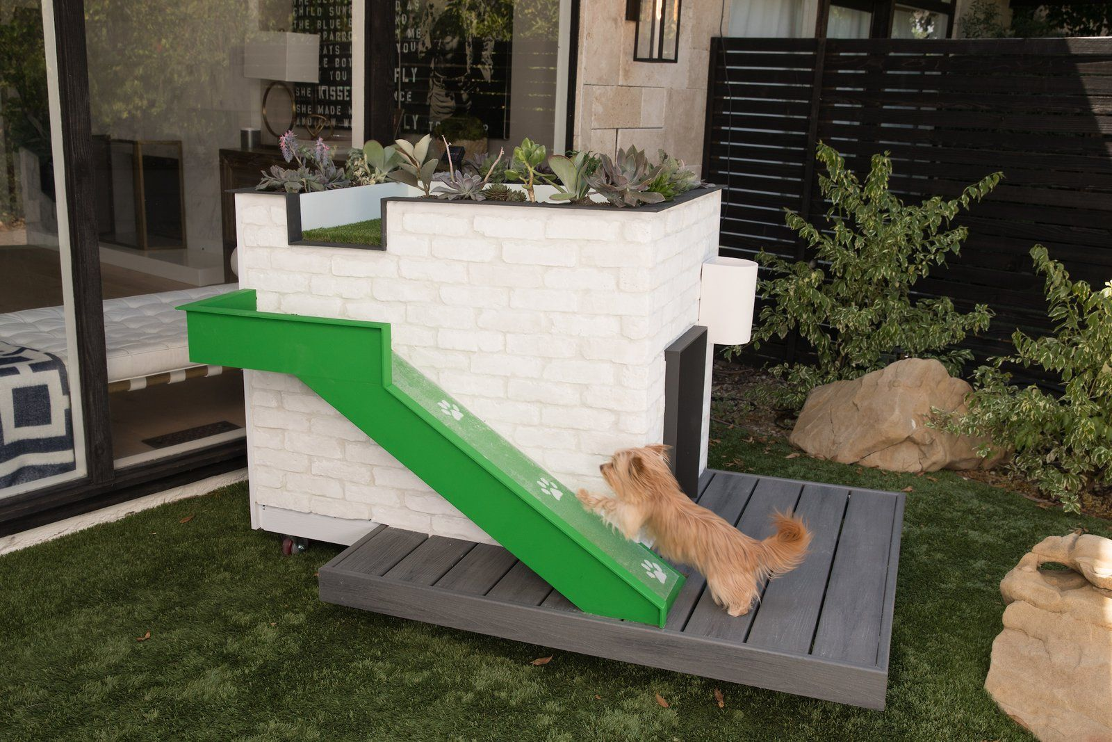 Modern Doghouses By Pijuan Design Works And Alison Victoria