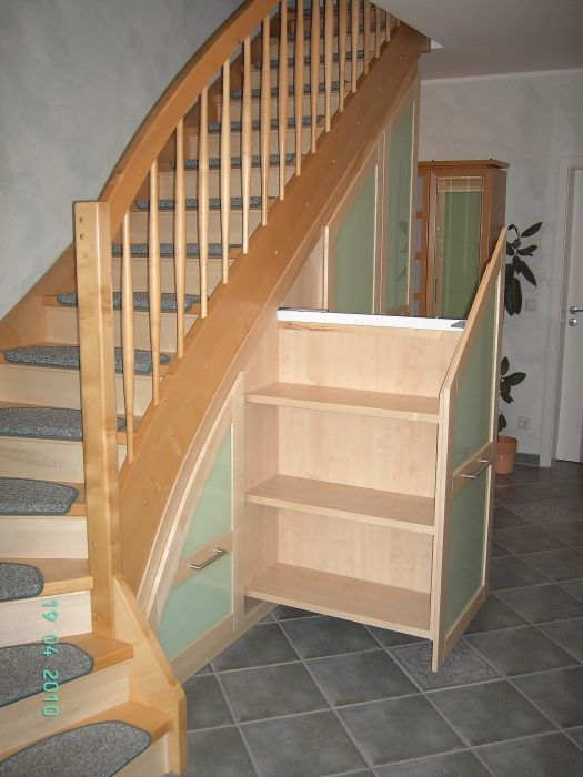 garderobe unter treppe my blog. Black Bedroom Furniture Sets. Home Design Ideas