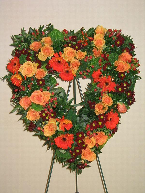Blumendeko  Herz mit Stnder Sehr dekorativ fr Trauerfeinern und Beerdigungen Spezielle