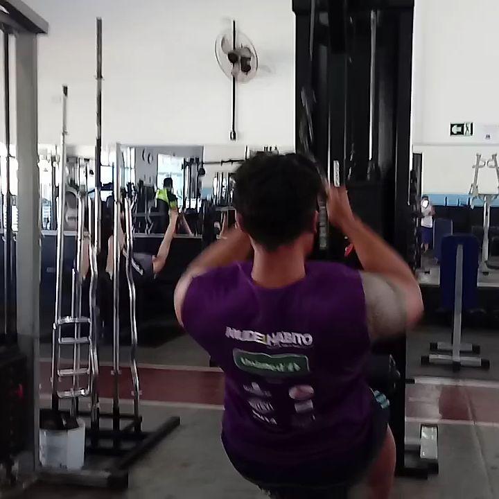 Sbado de enxaqueca, mas bora l! #back #boaforma #esmagaquecresce #gigante #monstro #muscle #musculao...