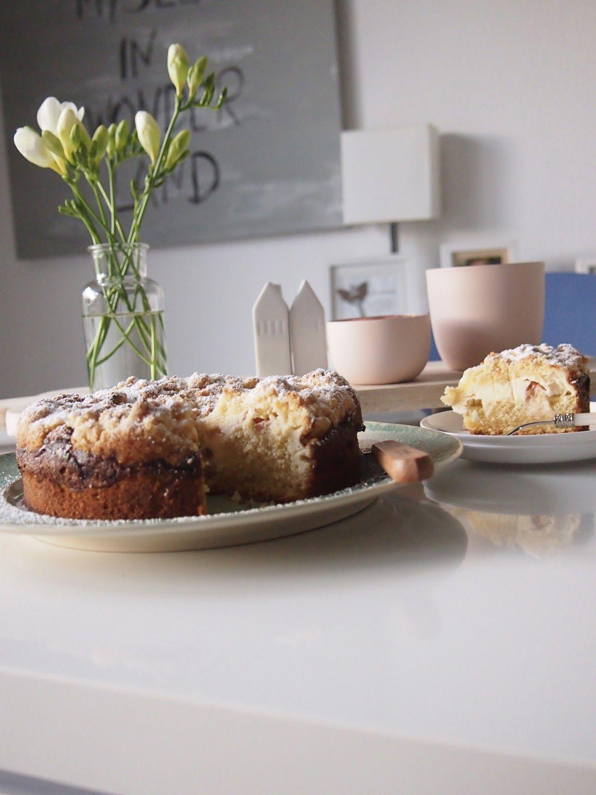 dieZuckerbäckerei: Rhabarber-Quark-Kuchen mit dicken Streuseln