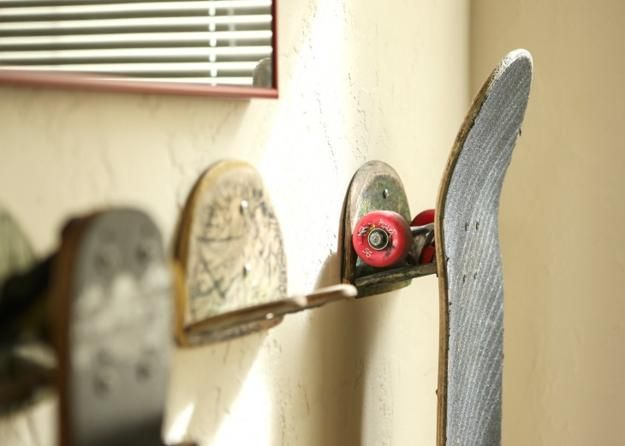 33 Cheap Ideas To Reuse And Recycle For Creative Hooks And Wall Racks Skateboard Room Skateboard Rack Recycled Skateboards