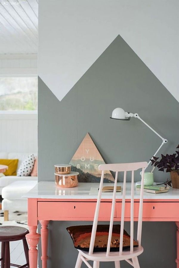 Girly Gris Et Rose Fluo Pour Dynamiser Ce Bureau Tout Simple / Grey And  Fluo Pink To Create A Dynamic Yet Cosy Workspace. Office / Home / DIY / Desk  / Deco