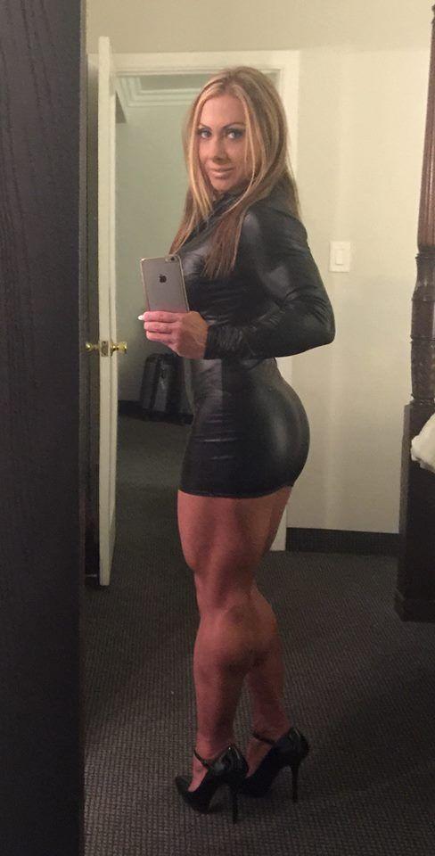 Сексуальная мускулистая спортсменка мощные бедра 117