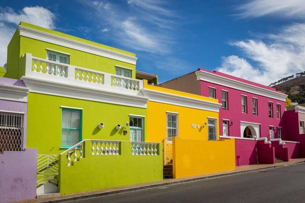 بوكاب هي قرية متعددة الثقافات في مدينة كيب تاون في جنوب أفريقيا تشتهر القرية بالمباني المطلية بالألوان الزاهية والشوارع المرصوفة با Colorful Places City Color