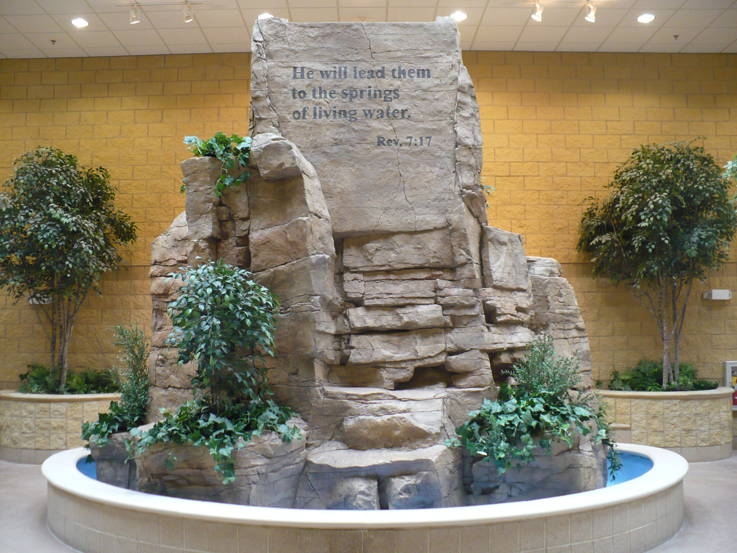 Large Center Water Feature Indoors In Minneapolis, Mn