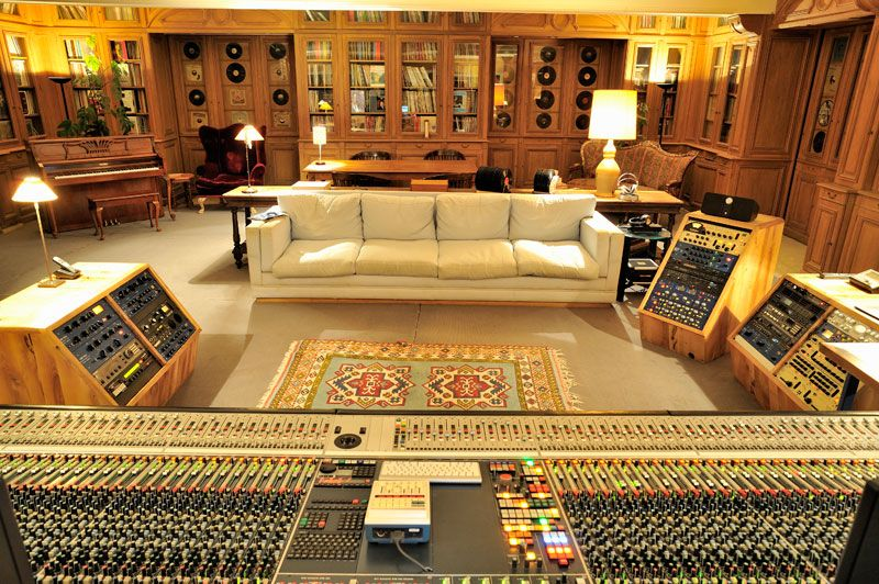control room la fabrique recording studio france le studio abrite la collection de vinyles de. Black Bedroom Furniture Sets. Home Design Ideas