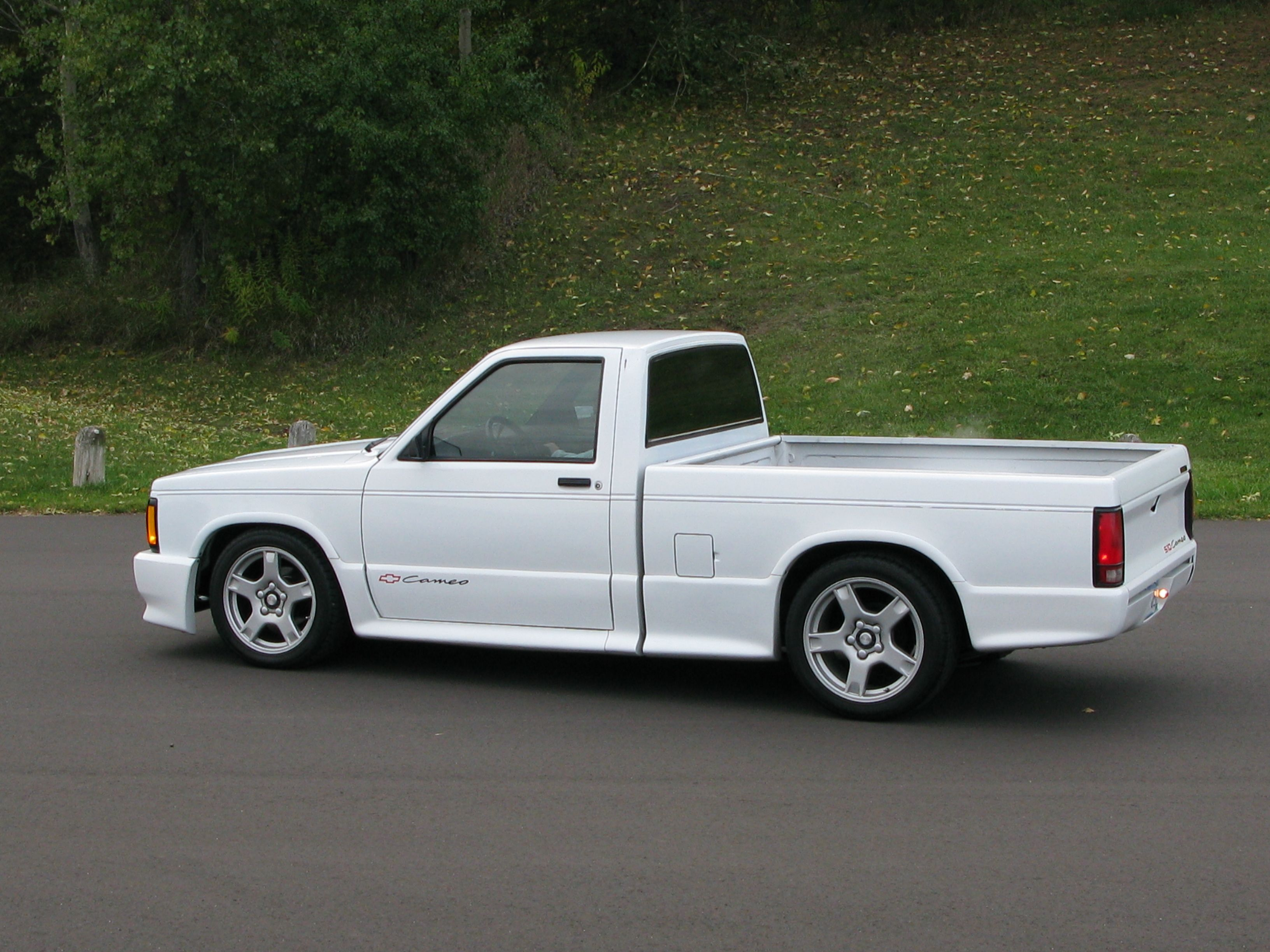 FOR SALE: 1991 S10 Cameo  Lowered with C5 wheels, quick-ratio