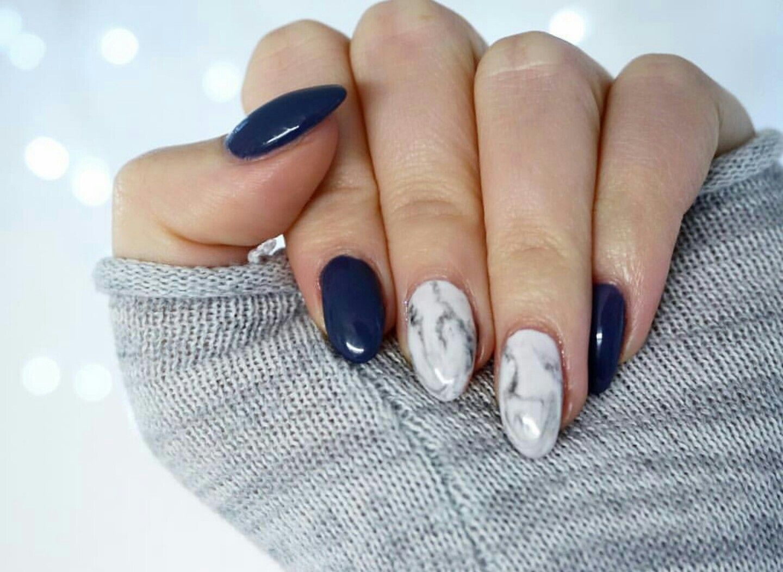 dark blue marble nails