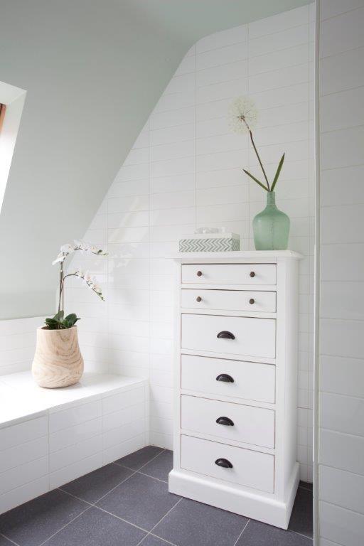 Deze kast met laden kan je zowel in je living, gang als badkamer ...