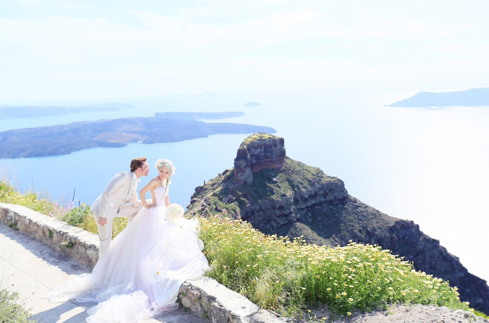 Xiaxue S Amazing Wedding Shoot With Sunrise Greece In Santorini Xiaxue Blogspot Com Wedding Photoshoot Greece Wedding Wedding