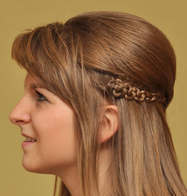 Easy Hairstyles With Braids Snake Braids Simply Braid Then Hold One Of The Three Strands While