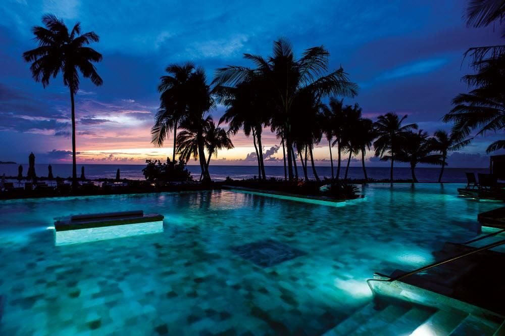 Sunset from the pool in Puerto Rico. pic.twitter.com/7DQjkyVDp3