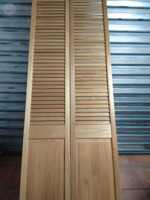 Puerta de madera plegable persiana foto 2 ideas para - Puerta plegable madera ...