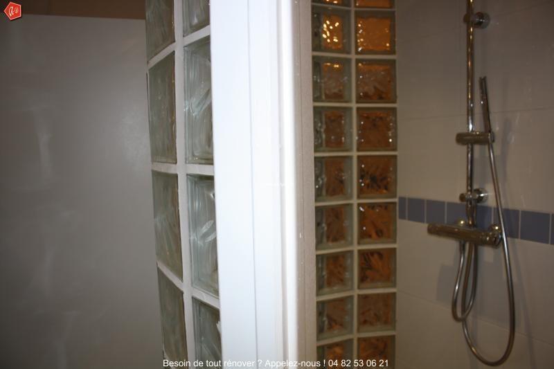 une douche l 39 italienne avec une paroi en brique de verre salle de bains pinterest paroi. Black Bedroom Furniture Sets. Home Design Ideas