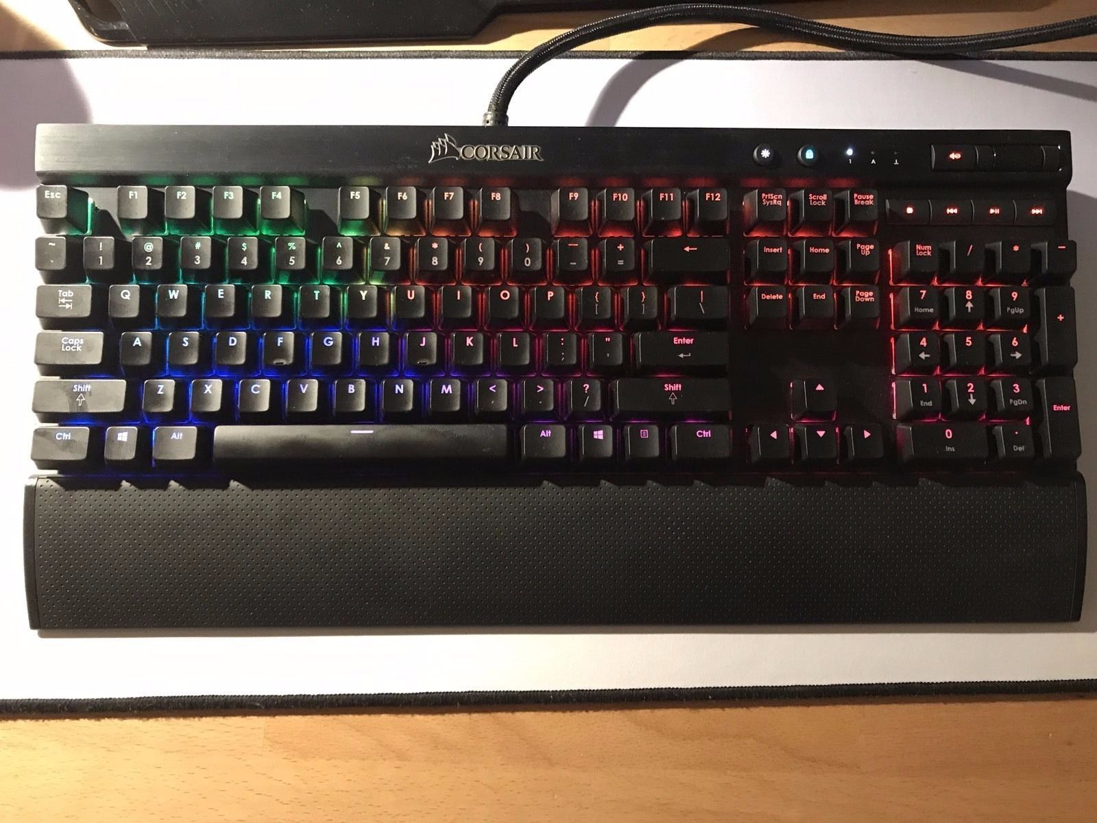 corsair k70 lux mechanical gaming red led keyboard - cherry mx red