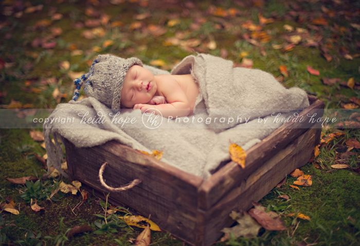 Newborn baby o heads outdoors rhode island newborn photographer heidi hope photography