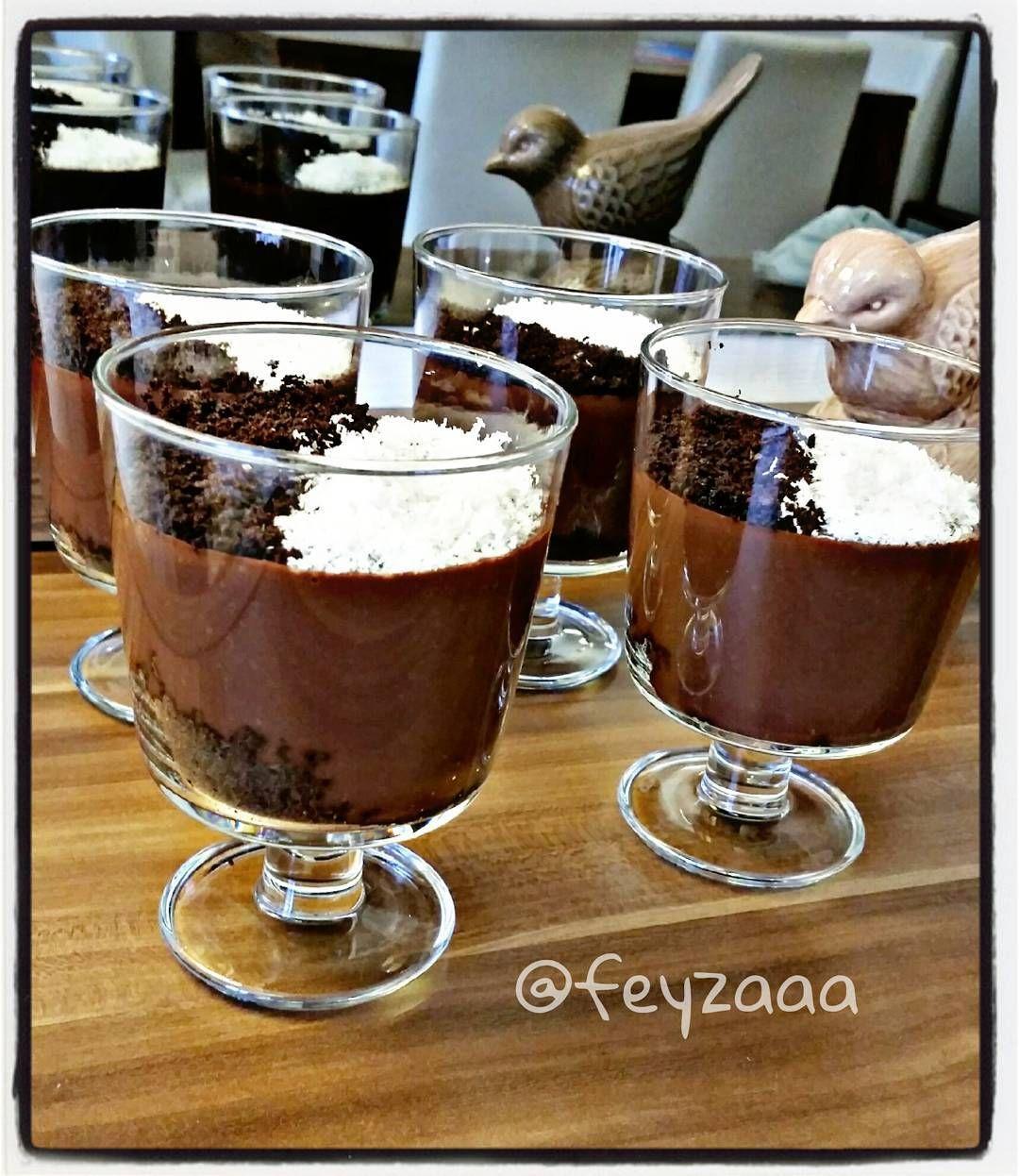 Hayirli aksamlar arkadaslar  Harika bir supangle tarifim var  Cok da basit denemeyen kalmasin  Tarif icin @ozlemdemirdovenkok e tesekkur ederim  Supangle  2 bardak sut 2 yemek kasigi un 1 yemek kasigi nisasta 1 yemek kasigi tereyagi 1 paket vanilya  2 paket biri sutlu biri bitter cikolata (80 grlik) 1 yemek kasigi kakao 1 yumurta sarisi 1 su bardagi seker (isterseniz yarim bardak kullanin) 1 su bardagi soguk su  Yagi eritip unu ekleyin ve kavurun. Sutu ilave edip cirparak ...
