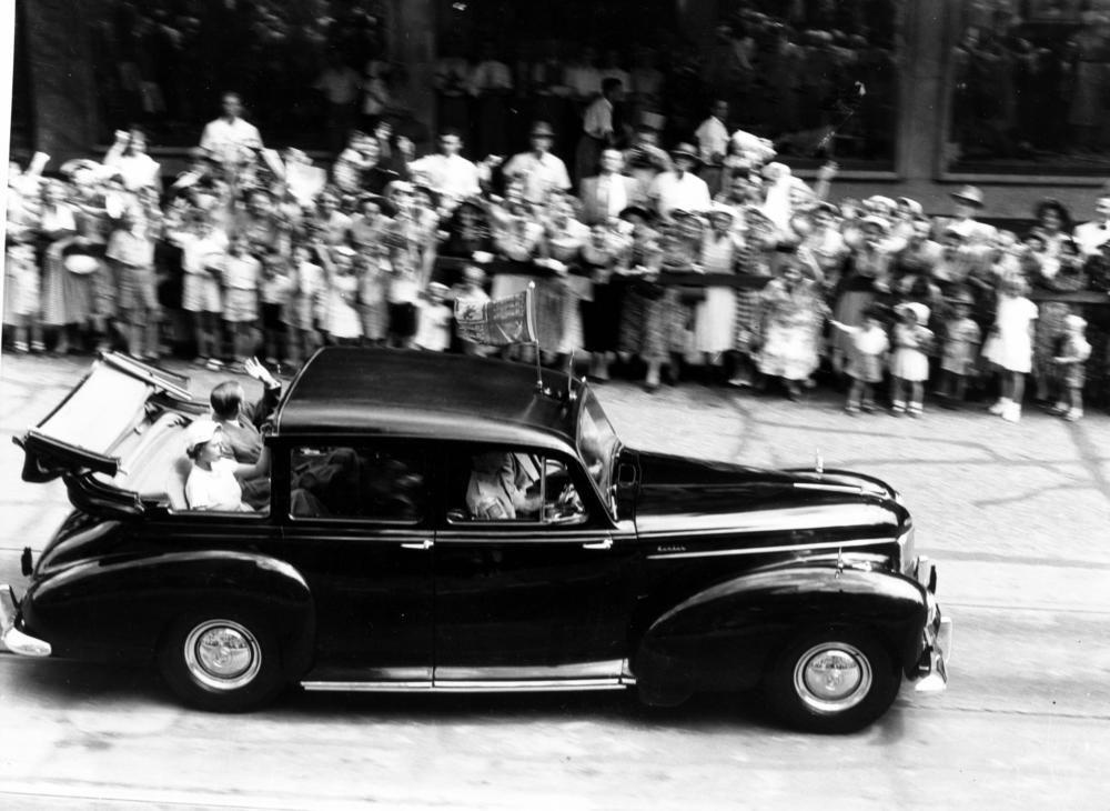 https://myntransportblog.files.wordpress.com/2015/03/1954-queen ...
