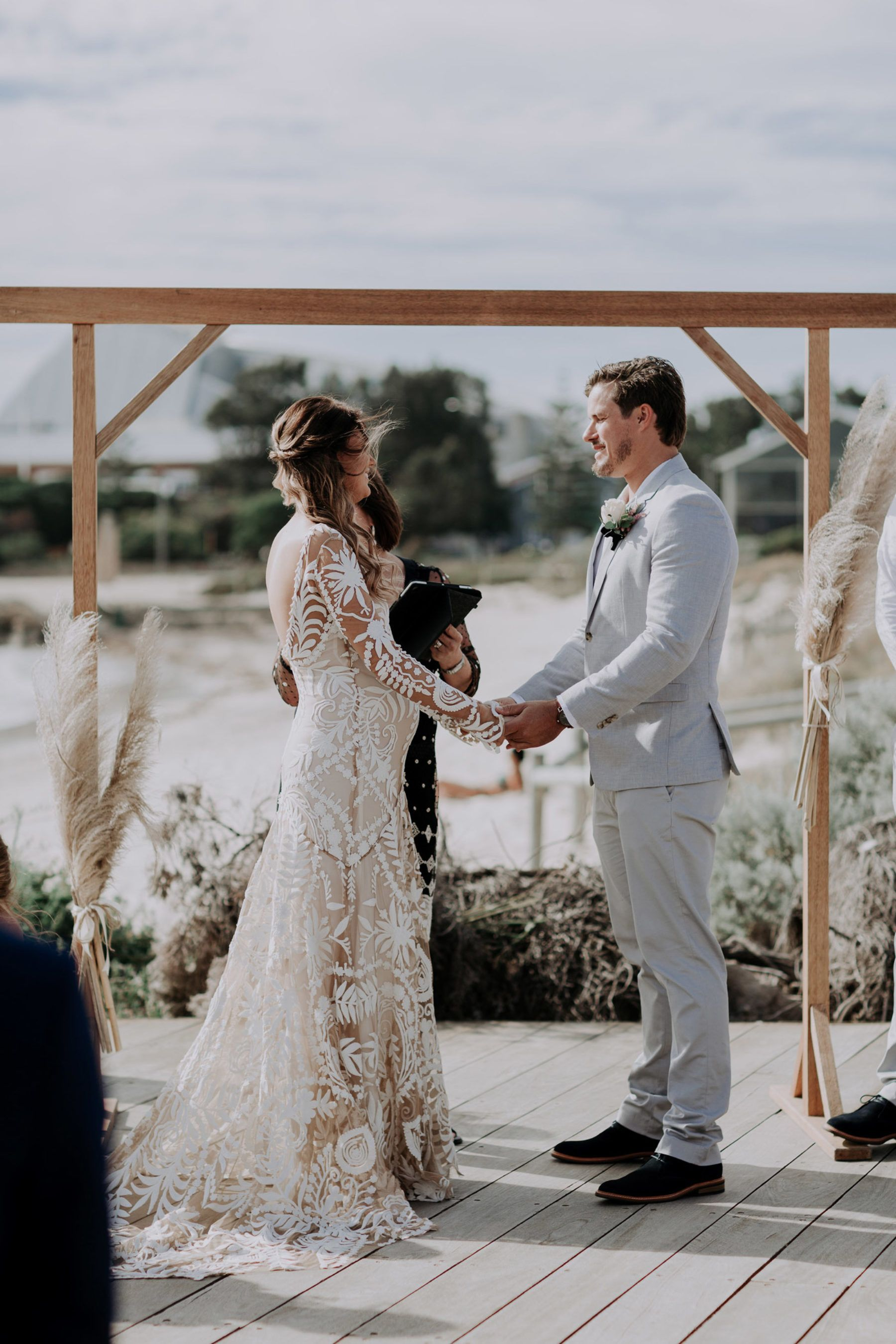 2019 year lifestyle- Pregnant tacky wedding dresses