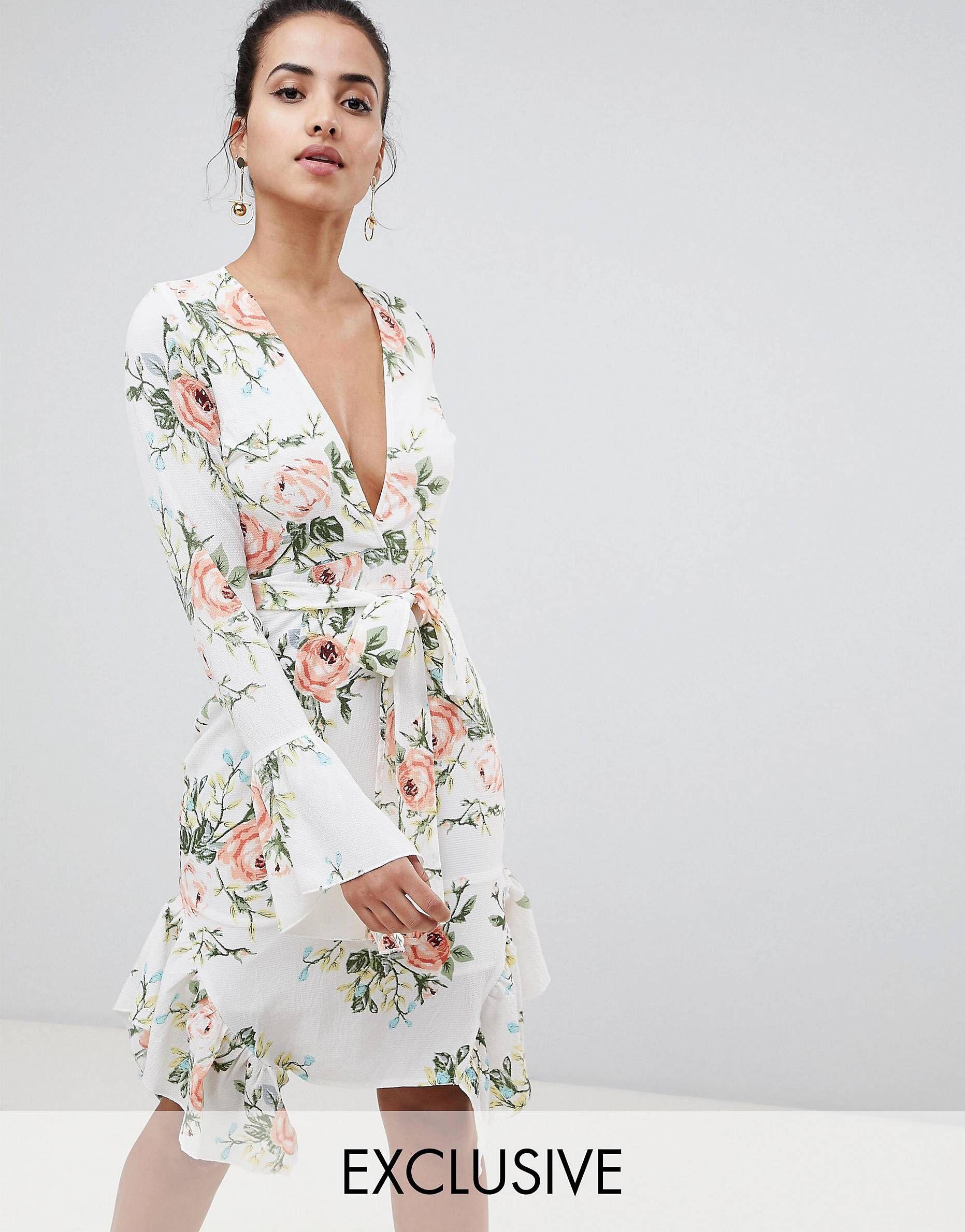 ab574d82e PrettyLittleThing exclusive floral wrap dress