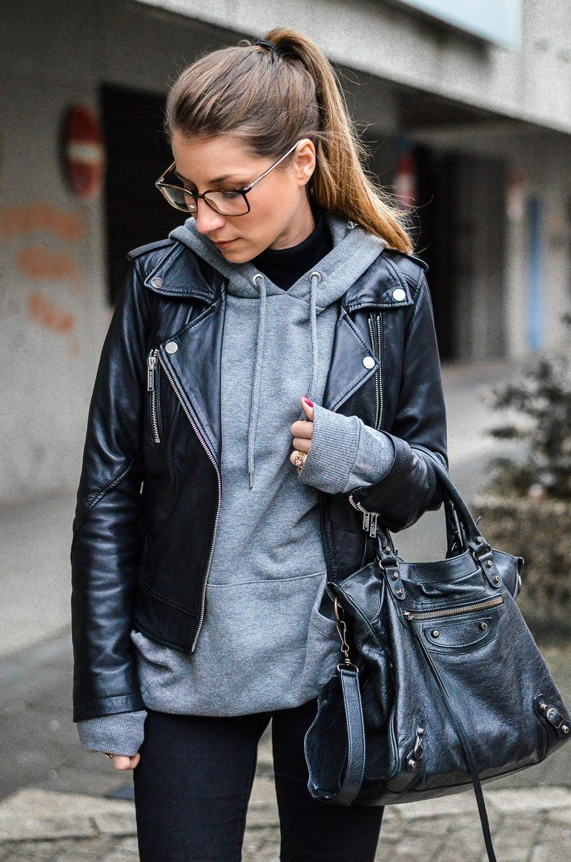 Street Style :: Con sudadera con capucha y chaqueta de cuero |  Véjà Du Modeblog de Alemania / Blog de moda de Alemania  – Moda