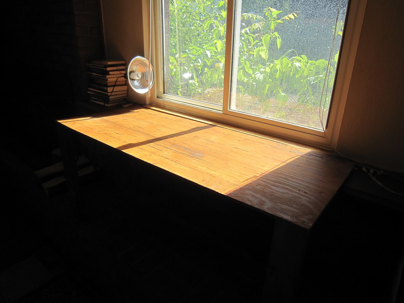 Expanding a window sill with a two legged table window