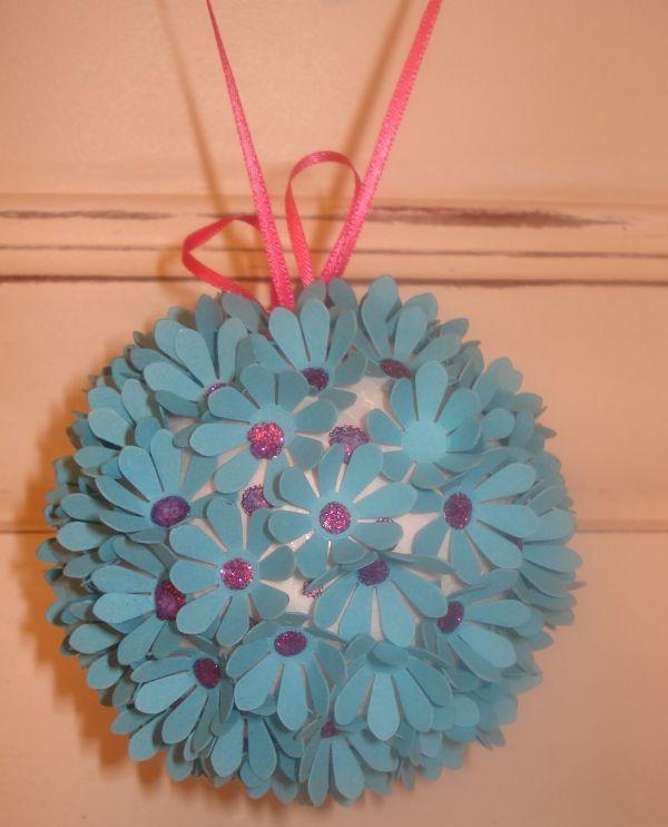 tuto boule de fleurs avec perforatrice