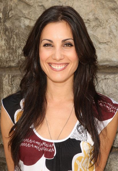 Carly Pope disturbing behavior