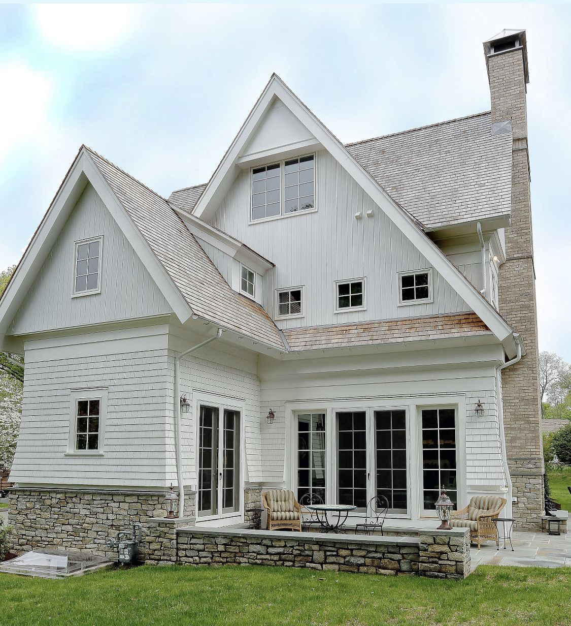 Pin By Kitty Shirley On Decorating In 2020 Shingle House White Siding House Designs Exterior