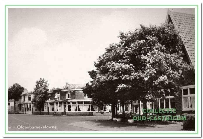 Zicht op Hotel Borsten rechts op Kuilman. ca.1960