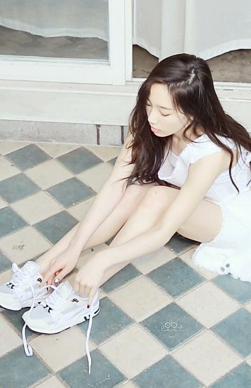 [CAP] Taeyeon High Cut Vol.145 - Minus