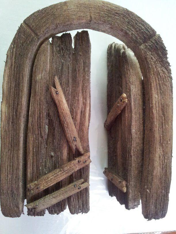Imitacion de una puerta de madera imitation wooden door for Como decorar una puerta de madera