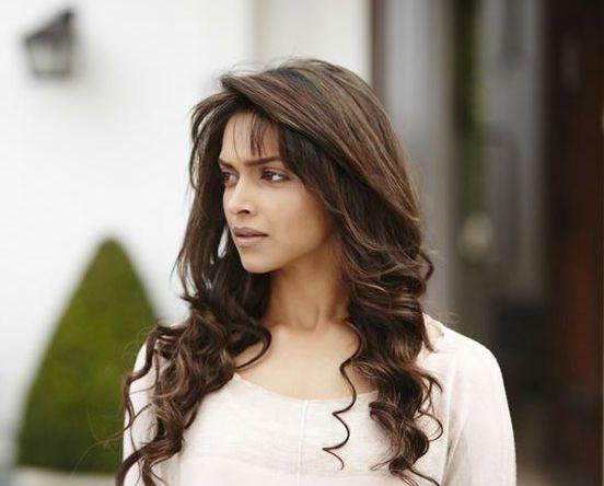Deepika Padukone Curls Hairstyle | Deepika padukone hair ...