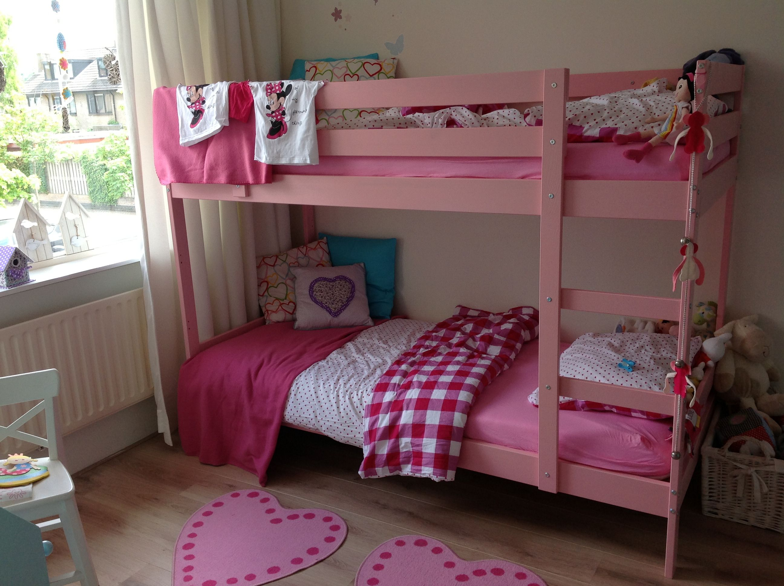 Baby Slaapkamer Ikea : Slaapkamer van mijn dochters stapelbed van ikea roze geverfd