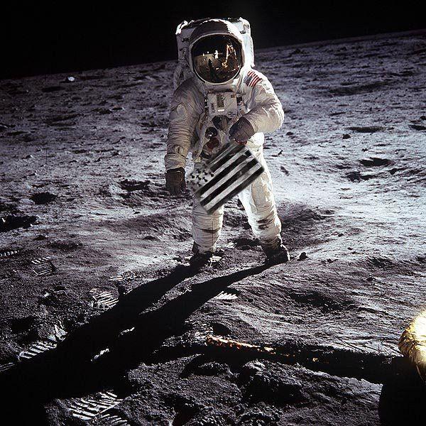 Photo Celebre Ou L On Peut Voir Le Drapeau Breton Homme Sur La Lune Photos Celebres Et Grandes Photos