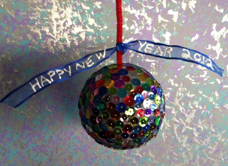 Decoration Ideas, Creative Happy New Year\'s Eve Ball Drop With Red ...