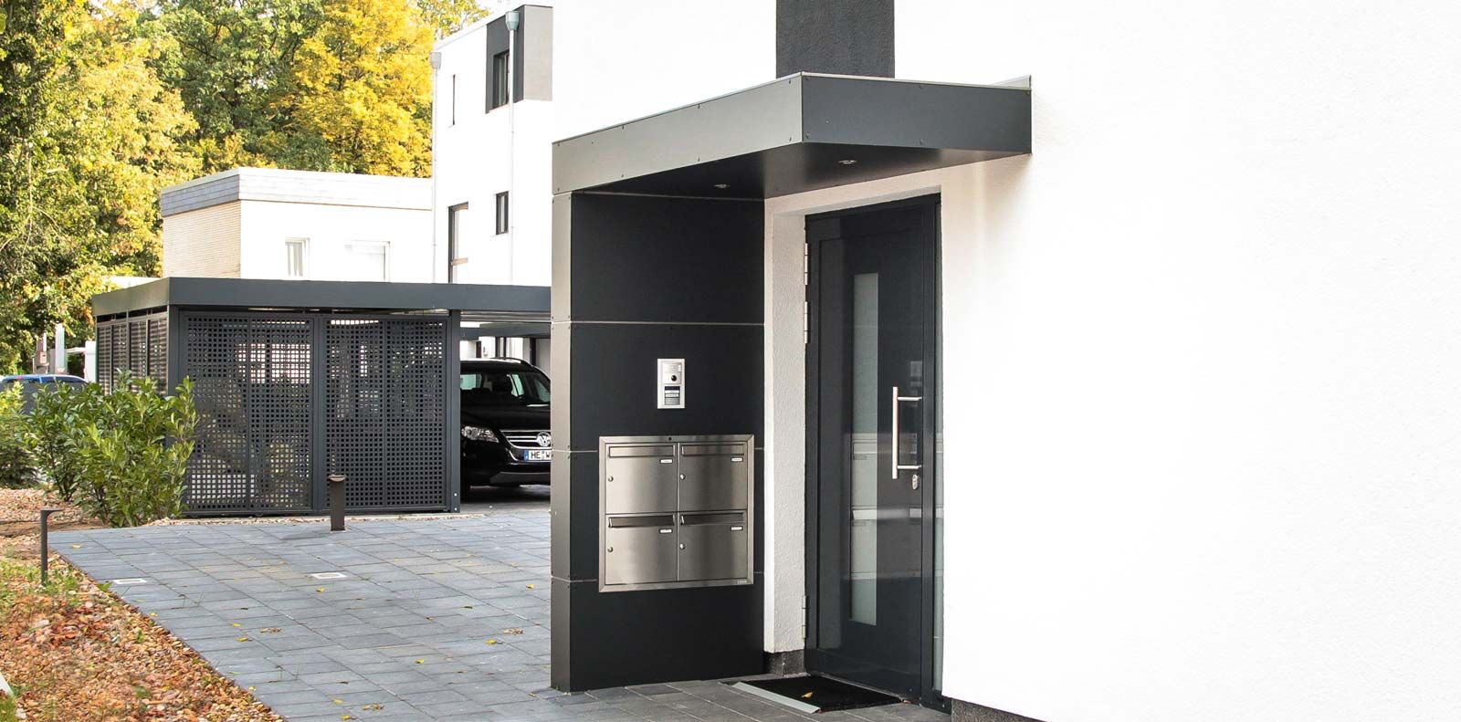 siebau haust r berdachung eingangs berdachung mit trespa fassadenplat carport einhausungen. Black Bedroom Furniture Sets. Home Design Ideas