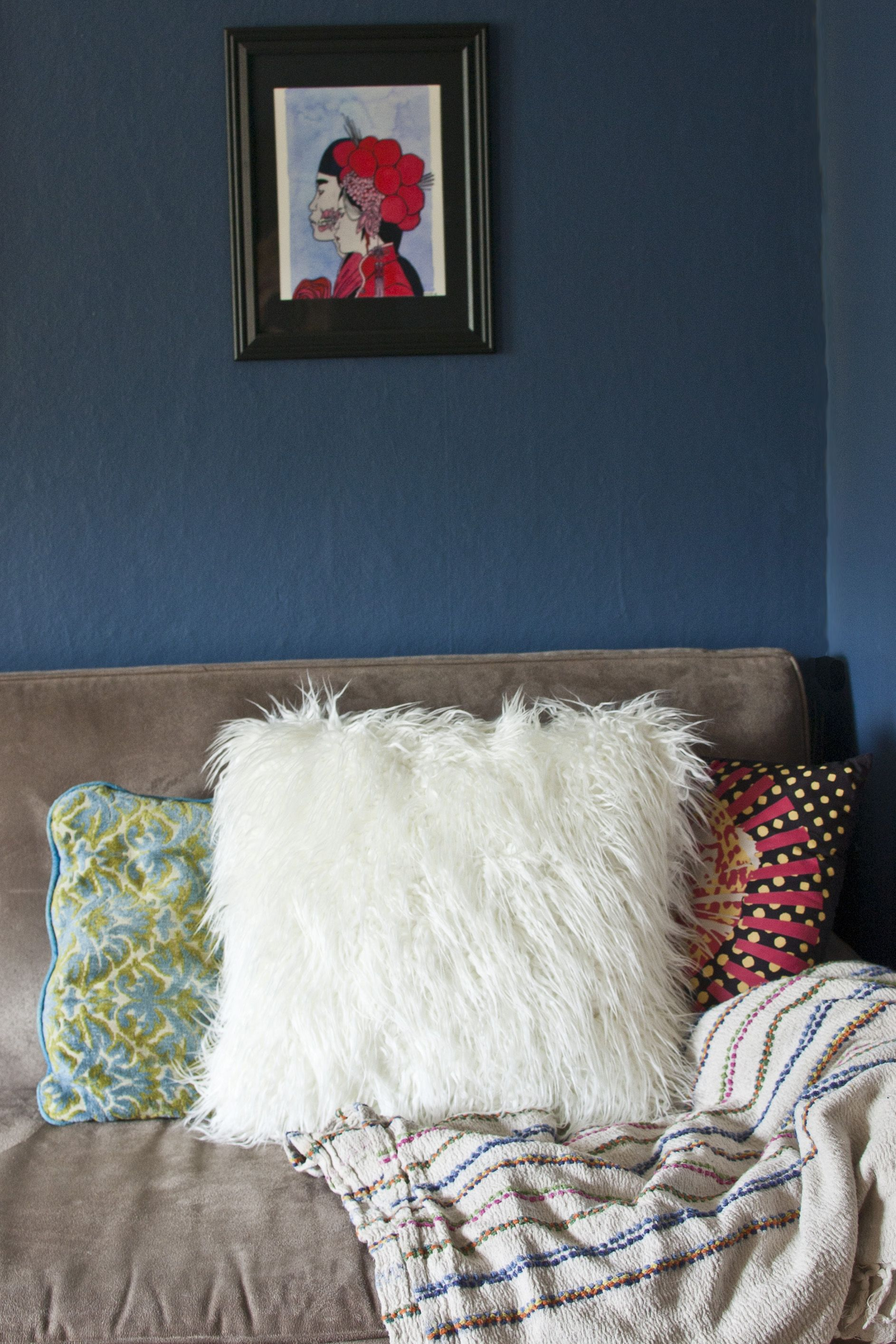 Diy faux fur pillow tutorial i totally want to smoosh a pillow