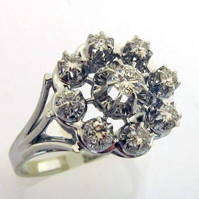 2d7a01f73a8 Bague or gris diamants 685 - Bague marguerite des années 1950 ...