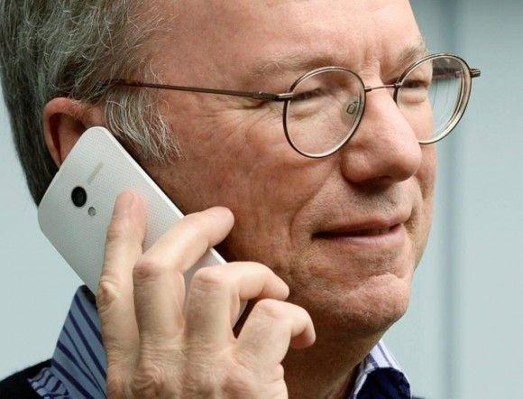 Ο θόρυβος γύρω από το Moto X μεγαλώνει καθώς δημοσιεύτηκαν φωτογραφίες του Eric Schmidt (πρόεδρος της Google)