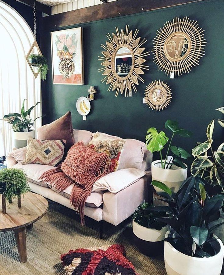 Tiefgrüne Smaragdwände mit viel Grün und errötenden Rosa und lila mit Golda ... #errotenden ...